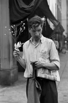 "Exhibition: 'Louis Faurer' at the Fondation Henri Cartier-Bresson, Paris. ""Life, love and loneliness in the big smoke."" https://artblart.com/2016/11/30/exhibition-louis-faurer-at-the-fondation-henri-cartier-bresson-paris/ Photo: Louis Faurer. 'Eddie, New York' 1948"