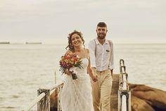 fotografia de casamento Bohemian, Wedding Dresses, Style, Fashion, Perfect Wedding, Boho Wedding, Wedding On The Beach, Wedding Shot, Groom Wedding Dress