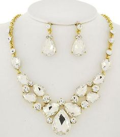 (http://uniklook.com/chic-statement-necklace-set-red-clear-black/)