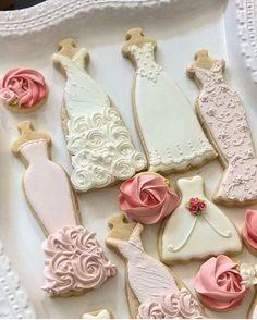 We hope these taste as pretty as they look @jaclynjordanny  #sweetsaturday #onedressaday #butfirstcookies  #bridalfashion #bridalparty  #beauty #beautiful #andreasforthebride #weddingdress #wedding #weddinghour #bride #bridetobe #allthingsbridal #instawedding #cwd #californiaweddingday  #bridebook #stylemepretty #smpweddings #weddinggown  #fashion #fashionista #fashionblogger #bridal #weddinginspiration by andreasbride