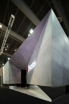 Main façade of a stand designed by Local 10 Arquitectura for Firenze at Expo CIHAC Mexico City. Exhibition Ideas, Showroom Design, Stand Design, Mexico City, Building, Inspiration, Tents, Ideas, Biblical Inspiration