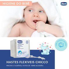 Higiene do bebê! <3 A limpeza da orelha dos bebês deve ser feita com uma haste flexível umedecida. Mas atenção: não aprofunde muito, é totalmente contra indicado no conduto auditivo, pois essa região tem a pele muito delicada, sofrendo com qualquer agressão física. A higiene externa deve ser feita após o banho com uma toalha delicada, diariamente. As Hastes Flexíveis Chicco são suaves e muito seguras, uma vez que são feitas em 100% algodão e possuem proteção para o tímpano.