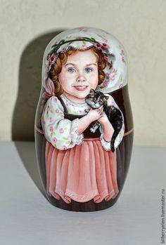 """Купить Коллекционная портретная матрешка """"Девочка с котенком"""" - разноцветный, коллекционная кукла, коллекционные игрушки"""