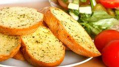 Garlic Bread Recipe Easy Unique 5 Fun and Easy to Make Garlic Bread Recipes Ndtv Food Frozen Garlic Bread, Make Garlic Bread, Homemade Garlic Bread, Garlic Cheese Bread, Bisquick Banana Bread, Easy Banana Bread, Easy Bread Recipes, Banana Bread Recipes, Kebab Recipes