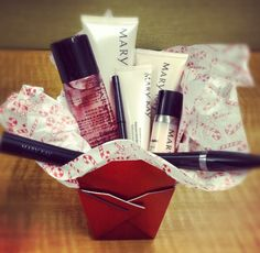 Surprise your loved ones with some merry little treats from Mary Kay! #MaryKayWishlist