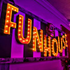 FUNHOUSE SIGN Halloween Party Themes, Halloween Projects, Halloween 2017, Halloween Diy, Light Up Marquee Letters, Black Spray Paint, Touch Up Paint, Tool Design, Signs