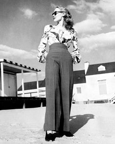 Retro Fashion Vintage high-waisted pants - Learn how to make your own DIY Vintage High-Waisted Pants! Free tutorial for women! Vintage Outfits, Vintage Pants, Vintage Dresses, Vintage Wardrobe, 1940s Dresses, Vintage Clothing, Flapper Dresses, Modern Vintage Clothes, 1940 Clothing