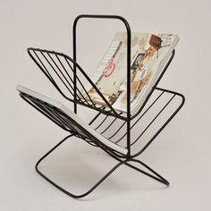 Dubbel tijdschriftenrek van zwart metaal. Door de open vormgeving is dit tijdschriftenrek een stijlvolle toevoeging in elk interieur.Afmeting: 36 x 30 x 40 cm - Tijdschriftenrek Dubbel
