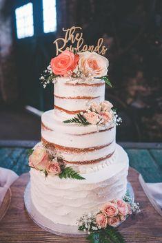 Peach rustic wedding cake Wedding Cake Roses, Wedding Cakes With Flowers, Types Of Wedding Cakes, Fondant Rose, Fondant Cakes, Peach Flowers, Sugar Flowers, All You Need Is, Fresh Flower Cake