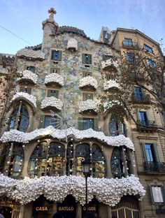 Here is another structure done by Gaudí, Casa Batllo. Gaudí utilized tile to cover the entire face of the house, leaving it very colorful and attention-grabbing.