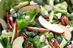 Receta de ensalada de espinacas, manzanas y queso de cabra. Con fotografías paso a paso, consejos y sugerencias de degustación. Recetas saludables