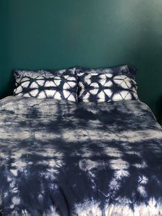 100% organic cotton; 300 thread count duvet cover for the bed. *Please note: this product can not be shipped to Australia.