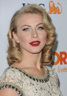 Julianne Hough maquillada al estilo pinup girl