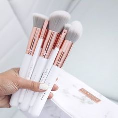 Rose gold copper, white marble and grey makeup brushes and bag, I'm in love