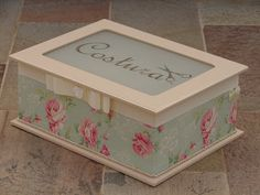Caixa de costura com decoupage em tecido