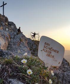 Sonnenaufgang am Nockstein - Was für EIN SCHÖNER FLECK ERDE. // sunrise in the mountains Spring Time, Dog Tags, Dog Tag Necklace, Sunrise, Earth, Nice Asses