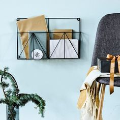 Display your favourite books and magazines for a personal touch to your decor. Magazine rack, price DKK 59,00 / SEK 79,00 / NOK 84,00 / EUR 8,29 / ISK 1613 / GBP 7.28
