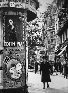 greeneyes55:    Paris 1943   Photo: André Zucca
