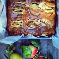 Louises køkken: Æblekage med karamelsauce