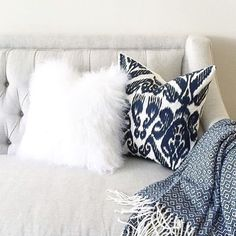 How cozy does this couch set up by @proseccointhepark look?! Reposted Via @lifestylecollective_