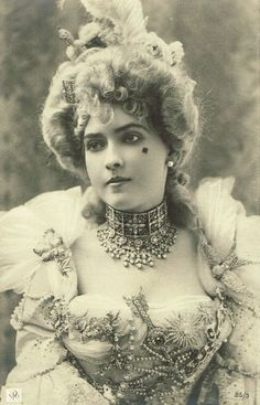 Stunning Belle Epoque Baroque Glamour Lady Wearing Exquisite Jewelry