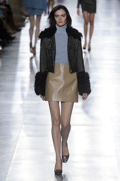 Topshop Unique Fall 2015 Ready-to-Wear Collection  - ELLE.com
