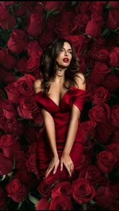 Beautiful Girl like Fashition Color Borgoña, Mommy And Me Photo Shoot, Black N Red, Mode Glamour, Red Gowns, Stylish Girl Pic, Body Poses, Girls Rules, Creative Portraits