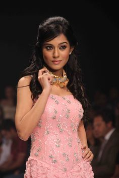 Amrita Rao dazzles on the ramp at IIJW 2012 Amrita Rao, Bollywood Photos, India People, Most Beautiful Indian Actress, India Beauty, Indian Actresses, Fashion Show, Female, Celebrities