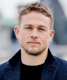 Oh Boy, basically Hollywood Actor, Hollywood Celebrities, Blonde Guys, Charlie Hunnam, Male Face, Beard Styles, Short Hair Cuts, Gq, Beautiful Men