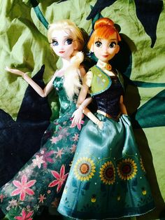 Elsa and Anna Frozen Fever dolls