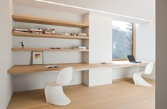 Built in minimalist. I am thinking of equipping a narrow office with light minimalist furniture.