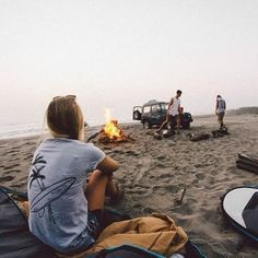 There is nothing like the joy of camping out at night with those close to you. Camping is among the greatest pastimes we have and for a good reason. Photography Beach, Travel Photography, Adventure Awaits, Adventure Travel, Summer Vibes, Summer Fun, Road Trip, Kayak, Summer Aesthetic
