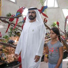 Mohammed bin Rashid bin Saeed Al Maktoum con su hija, Al Jalila bint Mohammed bin Rashid Al Maktoum, Dubai Miracle Garden, 10/04/2015.