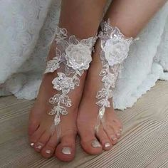 Lace barefoot