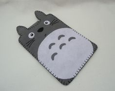The cutest handmade felt TOTORO Kindle case, via Etsy - could be a quite easy diy project