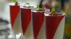 """Lorraine Pascale makes a delicious looking Vanilla and yogurt panna cotta with pomegranate jelly on How To Be A Better Cook. Lorraine says: """"I love the contrast of the white and the red (my f… Mango Recipes, Jelly Recipes, Sweet Recipes, Yummy Recipes, Vanilla Panna Cotta, Vanilla Yogurt, Fun Cooking, Cooking Recipes, Pomegranate Jelly"""
