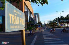 Đến với tuyến đường Trần Phú, Nha Trang có chiều dài 12km, con đường giống như những cánh quạt, ôm trọn lấy thành phố