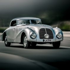 Just in time for the Pebble Beach Concours d'Elegance, here's a look back at the innovative 1938 540K Streamliner.