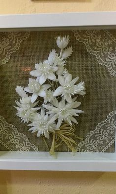 Pano Crochet Flowers, Crafts, Painting, Craft, Flakes, Paper Flowers, Manualidades, Crocheted Flowers, Painting Art