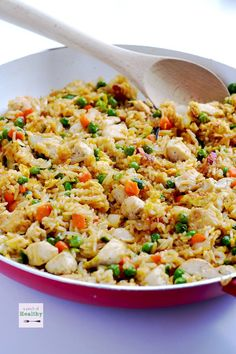 Skip the takeout and make this easy chicken fried rice at home. It& a simple weeknight dinner that& so budget friendly, and it& a real crowd-pleaser! Rice Recipes, Chicken Recipes, Dinner Recipes, Cooking Recipes, Healthy Recipes, Easy Recipes, Kraft Recipes, Healthy Food, Recipies