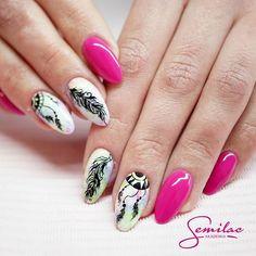 WEBSTA @ akademia.semilac - Łapacz snów w wykonaniu naszej instruktorki Agnieszki. Jak Wam się podoba? Kolorki użyte do stylizacji: 121, 124, 040, zdobienie wykonane stylographem Semilac #summer #pink #lapaczsnow #dreamcatcher #semilac #akademiasemilac #semigirls #nails #nailart