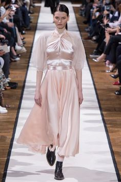 See the complete Lanvin Fall 2017 Ready-to-Wear collection.