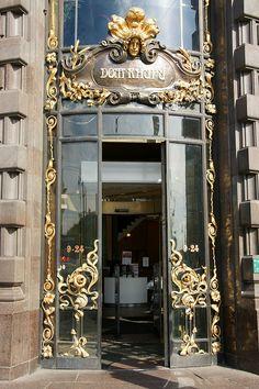 Санкт-Петерб́ург (St. Petersburg) - Не́вский проспе́кт (Nevsky Prospekt)    Дом компании Зингер - The Singer House