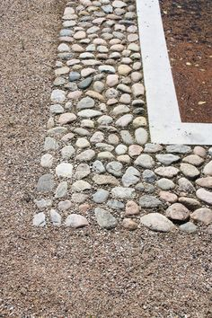 Slotsgrus belægning i Løvenborg Slotshave / Foto: Lise Gustavson Garden Paving, Garden Paths, Landscape Concept, Landscape Architecture, Outdoor Landscaping, Outdoor Gardens, Paving Design, Outdoor Garden Furniture, Outdoor Flooring