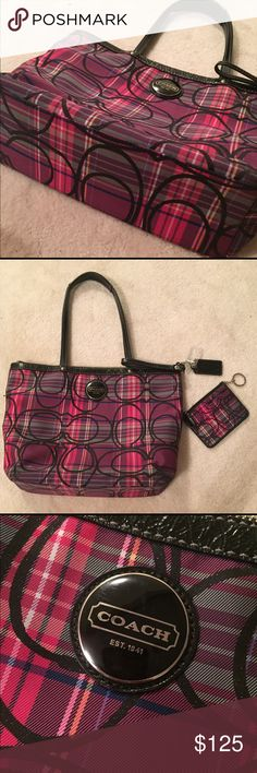 NWOT Coach Purse + Wallet Purse shown with iPad mini inside. Straps and bottom in perfect condition. Matching wallet keychain included! Coach Bags Shoulder Bags