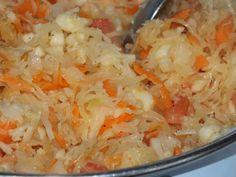Błyskawiczna, zdrowa i przepyszna surówka z kiszonej kapusty, kolorowych warzyw i słodkiego jabłuszka. Pasuje do każdego mięsa. Przepis na surówka z kiszonej kapusty i pomidora.