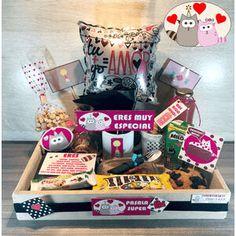 Valentines Day Baskets, Valentine Gifts, 18th Birthday Cake For Girls, Breakfast Basket, Candy Bouquet, Ideas Para Fiestas, Love Is Sweet, Creative Gifts, Gift Baskets