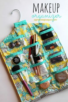 DIY Makeup Organizing Ideas - Hanging Makeup Organizer - Projects for Makeup Drawer Box Storage Jars and Wall Displays - Cheap Dollar Tree Ideas with Cardboard and Shoebox - Wood Organizers Tray and Travel Carriers diyprojectsfortee. Diy Makeup Organizer, Make Up Organizer, Diy Makeup Storage, Make Up Storage, Hanging Organizer, Diy Hanging, Makeup Organization, Makeup Drawer, Storage Jars