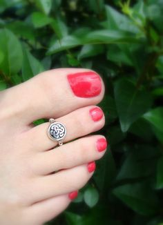 Toe Ring Silver Coin Bead Celtic Knot by FancyFeetBoutique Silver Toe Rings, Gold Rings Jewelry, Seed Bead Jewelry, Beaded Rings, Hair Jewelry, Jewellery, Jewelry Gifts, Toe Ring Designs, Anklet Designs