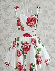 white dress with red roses .. i want it!